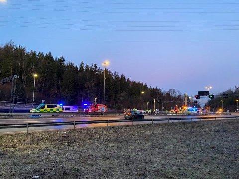 MYE TRØBBEL: Det har vært store problemer i trafikken på morgenkvisten lillle julaften. Her ser du fra E6 ved Nordbytunnelen, hvor det var en hendelse i morgentimene.