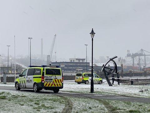 SJØBADET: Nødetatene rykket mandag formiddag ut til Sjøbadet etter melding om at det lå en person i vannet.