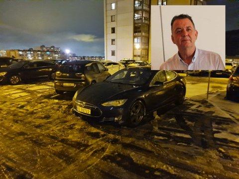 BOT: Da Jørn Reiersen parkerte på gjesteparkeringen på Fjell fredag kveld var bakken dekket av snø og oppmerkingen usynlige. Da Reiersen kom tilbake hadde han fått bot.