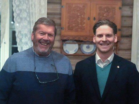 LEDERSKIFTE: Ordfører Tom Anders Ludvigsen er stolt og glad over å overlate ledervervet i Vestby Ap til sønnen Martin Ludvigsen.