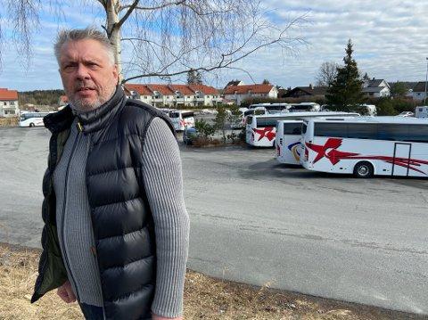 HARDT RAMMET: Daglig leder ved Schaus Buss, Lasse Aarstrand, måtte permittere hele turavdelingen. FOTO: Ole Jonny Johansen