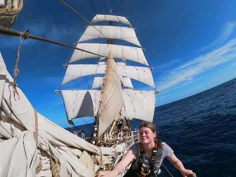 Sandra Myreng (18) ombord skoleskipet SS Sørlandet, der hun har vært siden august i fjor.