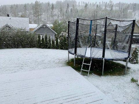 SNØ: Søndag morgen våknet mange romerikinger til snø. Dette bildet er fra Aurskog-Høland. Foto: Jon Theodor Hauger-Dalsgard
