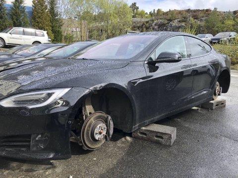 Slik ble Teslaen funnet mandag morgen.