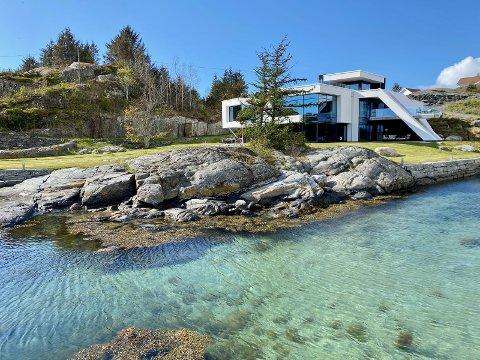 «Hollywood på Lokøy», reklameres det med i Finn-annonsen. Huset er blant de aller dyreste ferieboligene som er oppført på Finn.