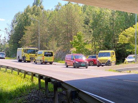 Nødetatene har rykket ut til Kambo stasjon i Moss. All trafikk på Østfoldbanen er stanset som følge av dette.