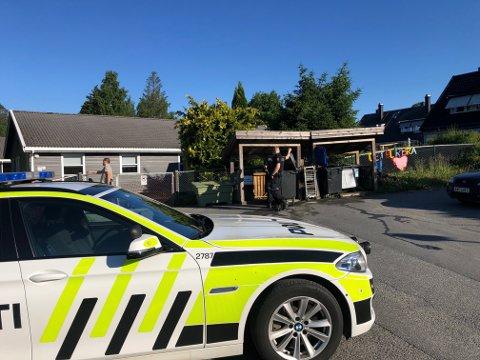 Mandag morgen brant det i et søppelskur utenfor Store Brevik barnehage. De ansatte ved barnehagen fikk slukket brannen selv.