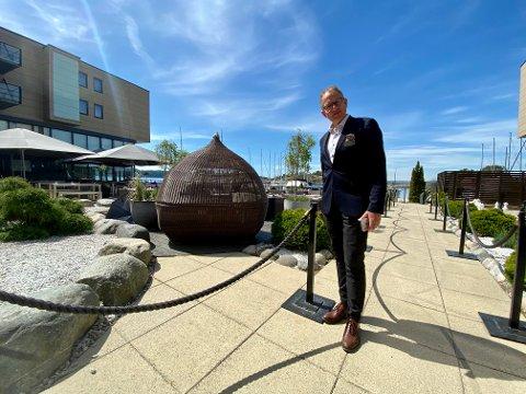 FORNØYD: I dag åpner Son Spa dørene igjen etter å ha holdt stengt de siste to månedene. – Gjester har allerede begynt å sjekke inn, forteller hotelldirektør Petter Wilhelmsen.