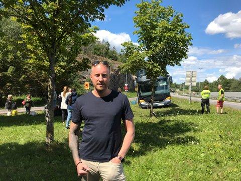 RINGTE POLITIET: Passasjer Christian Molin valgte å ringe politiet etter at bussjåføren hadde rygget og kjørt ut på E6 i Moss.