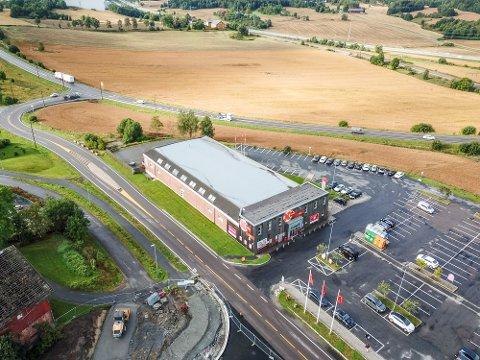 Dagens Coop/Extra er rundt 1000 kvadratmeter stor. Om planene slår til kan den nye butikken bli tre ganger så stor