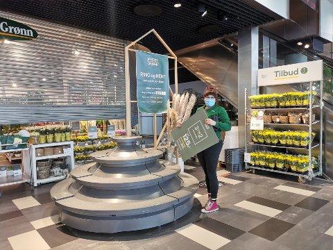 TØFT Å STENGE: Daglig leder ved Mester Grønn på Vestby Storsenter synes det er tøft å igjen stå i usikkerheten som rammer butikken.