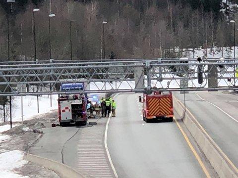 En lastebil fikk diesellekkasje i Oslofjordtunnelen. Flere tunneler ble stengt som følge av dette.