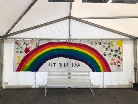 ALT BLIR BRA: På tetsenteret på Risil i Vestby oppmuntres alle som skal teste seg av regnbuen.