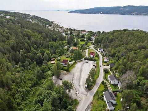 Grusbanen/parkeringsplassen i Hvitsten har vært gjenstand for diskusjon og frustrasjon i flere år.