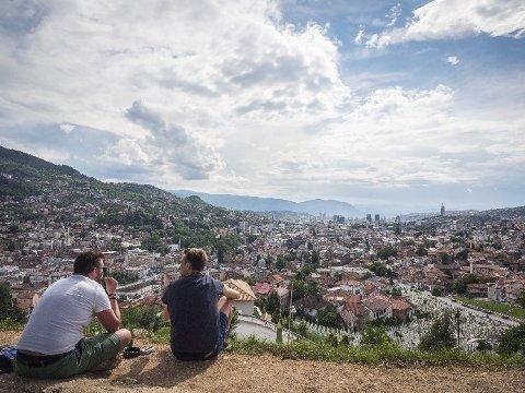 UTSIKT: Sett kursen mot toppen av Det Gule Fortet i Sarajevo, for livlig uteservering og spektakulær utsikt over gamlebyen.