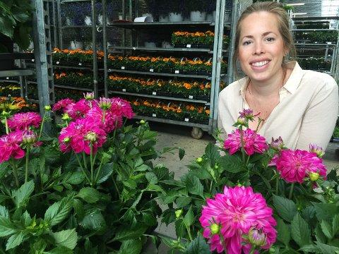 - Vi sitter tett på hele prosessen fra frø til flotte salgbare planter, sier Julie Titlestad.