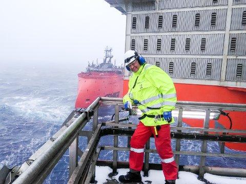 TRØKK I VÆRET: Henning Røsholt jobber nå på Goliat plattformen i Barentshavet. Der skinner heller ikke sola hver dag.