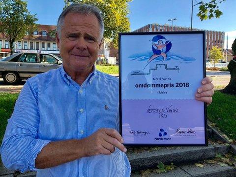 STOLT OG GLAD: - Helt utrolig at vi slo de store selskapene og fikk Norsk Vanns omdømmepris, sier Roy Bjelke i Vestfold Vann IKS.
