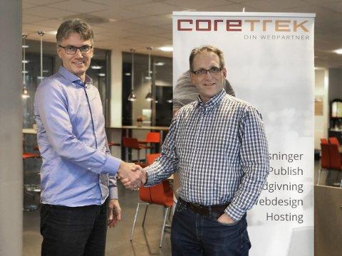 FORNØYDE: Prosjektleder i InBusiness, Arve Hinna (t.v), ser frem til et godt samarbeid med CoreTrek og administrerende direktør i Kristian Susnic.