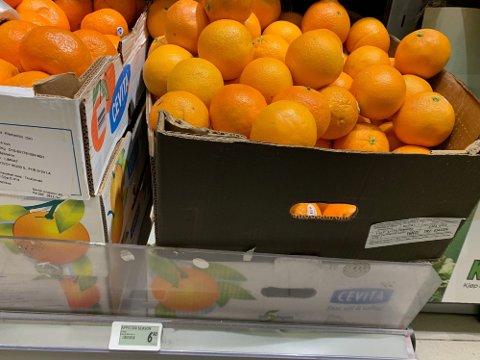 BILLIGERE ENN I FJOR: Appelsiner koster nå 6,90 kroner hos Kiwi, mindre enn på noe tidspunkt i fjor.- Foto: Halvor Ripegutu
