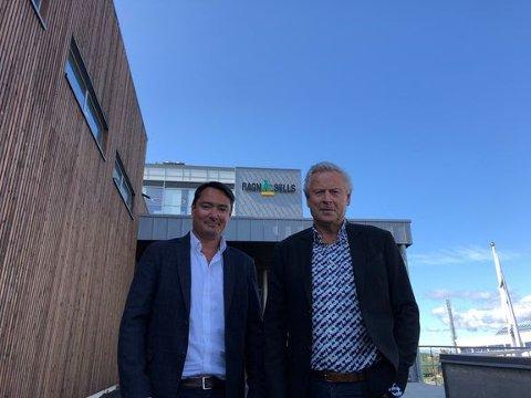 NYE TIDER: Vidar Svenning Olsen overtok 1. september som adm. dir i Ragn-Sells. Bjørn Hoel (t.h) har hatt ansvaret for selskapet de siste 23 årene.