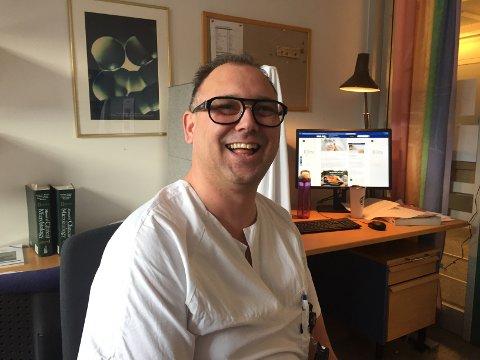 Lege Robin Belaska (41) jobber på mikrobiologisk avdeling på Sykehuset i Vestfold (SiV).