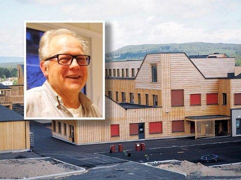 VARIERTE FORMER: Ola Roald synes det er stas å bli nominert for skolen og barnehagen i Elverum, som han beskriver som et bygg med et særpreget uttrykk.