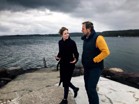 UTVIKLINGSARBEID: Eva Helen Rognskog, utviklingssjef, og Martin Skjelhaugen, ingeniør i Satpos, jobber nå videre med en ny teknologisk plattform som skal gjøre selskapet mindre avhengig av olje og gass.