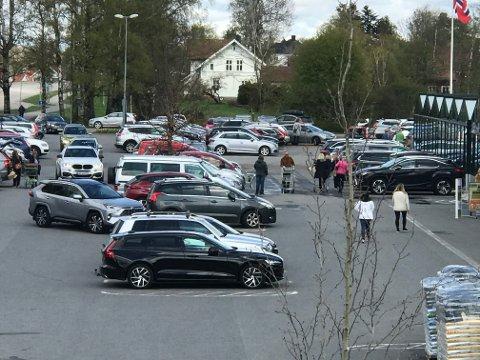 MYEFOLK: Det var en del som hadde planlagt en handletur på Gjennestad fredag.