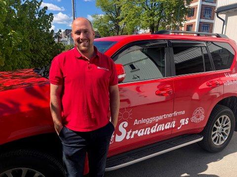 FORNØYD: Ruben Høie, daglig leder i Anleggsgartnerfirma Strandman AS gleder seg stort over det gode fjoråret.