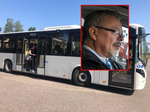 STORMLØP: Bussjåfør Ørnulf Thyberg reagerer på forholdene ved Re videregående skole.