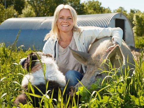 BYGD OPP: Gry Knapstad står bak en av Vestfolds største matproduksjonssuksesser, men nå er det slutt. Hun har fortsatt en liten stilling i selskapet, men håper snart å være i gang med tilbudet Inn på tunet.