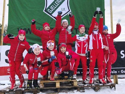 GIF-stafetten: DFI stilte med mange lag i GIF-stafetten på Gjelleråsen søndag. Foto: DFI ski