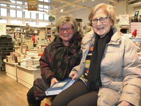 BOKSUKSESS: Kari Indseth (til venstre) og Ingeborg Donali har lagt ned et enormt arbeid i Rørosordboka. - Da er det ekstra hyggelig at den har fått så god mottakelse, og at den selger så godt, sier de to forfatterne.