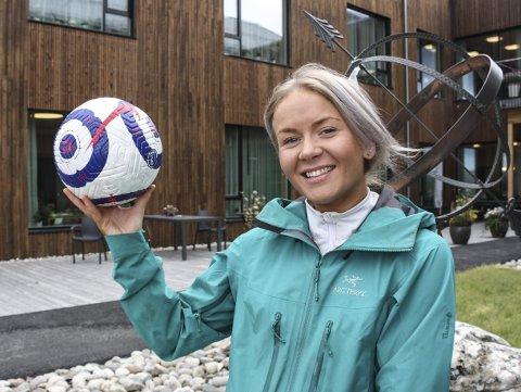 HISTORISK: Inger Lise Nyrud (25) skapte fotballhistorie da hun spilte sammen med seniorherrene mot Nidelv sist helg. - Det var artig, og jeg håper vi kan få til et damelag til neste år, sier hun. Foto: Tor Enget