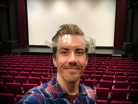 FORNØYD MED GJENÅPNINGEN: Nå ser kinosjef Martin Øsmundset frem til de nye filmene som skal komme på kino i løpet av sommeren.