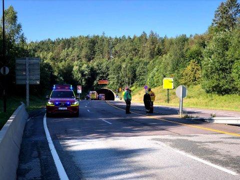 Terje Eckhoff befant seg i området mandag morgen. Rett før han skulle gå på bussen til Oslo klokken 08:13 hørte han et smell.