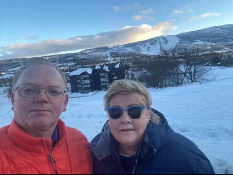 BRØT SMITTEVERNSREGLENE: Erna Solberg feiret 60-årsdagen sin å Geilo i helgen sammen med familie og venner. Her er hun sammen med ektemannen Sindre.