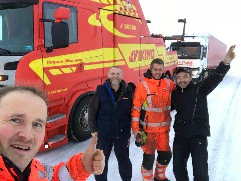 Frode Aronsen og Robert Johansen fra Rognan Bilberging tok en selfie med sjåførene.