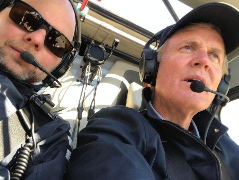 ANs Espen Bless Stenberg og Avinors toppsjef Dag Falk-Petersen under en flytur tidligere i år. I ettermiddag måtte sistnevnte nødlande det samme flyet på Sørlandet.