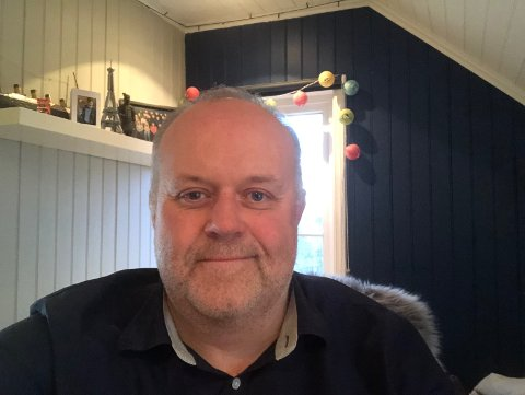 Ensom feiring: SKUP-diplomene skulle egentlig vært delt ut på en stor fest i Tønsberg denne helgen, men prisutdelingen måtte i stedet gjøres på nett-TV. Den fulgte Roy-Arne Salater fra sønnens soverom, mens resten av familien satt i stua og så Kompani Lauritzen.