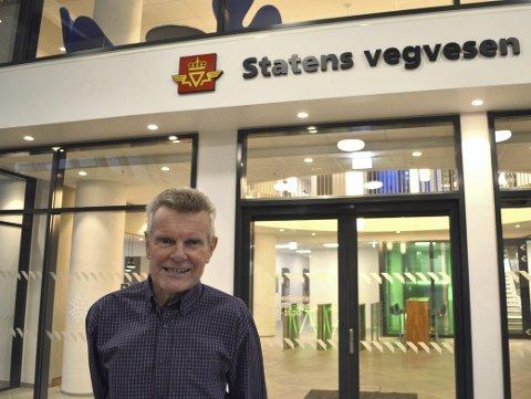Seksjonsleder Arild Hegrenæs hos Statens vegvesen Region vest lot ikke det gå lang ti, før han nå sender inn maskiner og folk som skal rive den store betongbygningen. (Foto: TOM R. HJERTHOLM)