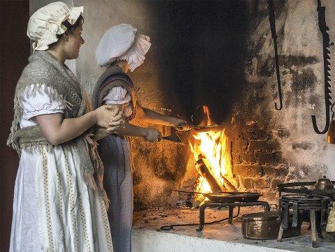 Tjenestepikene hos de to velstående familiene på Gamle Bergen hadde viktige roller i juleforberedelsene.