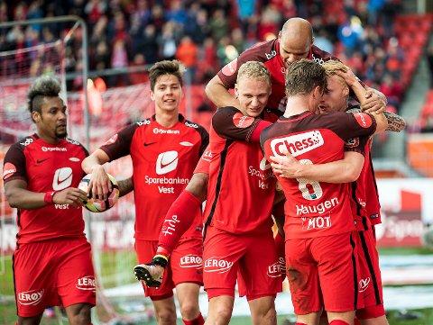 Her jubler Brann etter Sivert Heltne Nilsens 2-0-scoring mot Haugesund sist. Brann vant overbevisende 3-1, de er i form – og vi tror mest på rødtrøyene på Åråsen søndag!