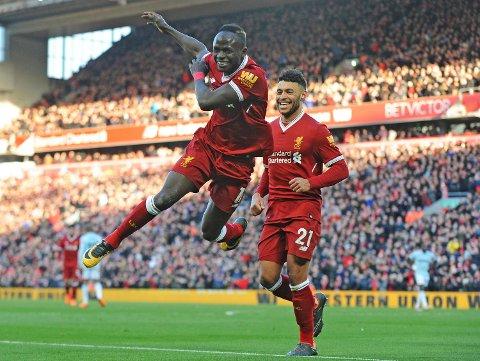 Sadio Mane feirer Liverpools fjerde i 4-1-seieren over West Ham sist helg. Vi tror de nok en gang feier over svakere motstand lørdag, mot Newcastle.
