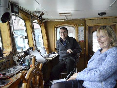 Samboerparet Arve og Trude prøver så godt det lar seg gjøre å stresse ned, og om bord i «Gamle Havstein» har de virkelig funnet seg til rette. (Foto: TOM R. HJERTHOLM)