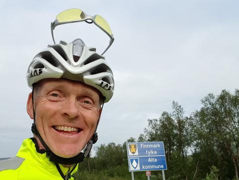 Kjetil Gjesdal startet turen sin i Arna utenfor Bergen. Målet med turen var Vadsø og Varangerfestivalen, hvor han skal jobbe som frivillig. Foto: Privat