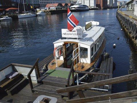MF «Vågen», som den heter i dag, ble bygget i 1943 og seilte som «BEF 1» til 1977, da den ble tatt ut av drift. Etter at Vågen Færgeselskap fikk den opp og gå igjen i 2002, fikk den nytt navn og gikk inn i turistruten til Nordnes. (Foto: TOM R. HJERTHOLM)
