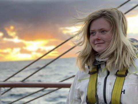 – Jeg kunne ingenting om seiling og hadde aldri seilt før jeg dro av gårde med SS Sørlandet. Nå har jeg seilt til 20 byer i 14 forskjellige land med skoleskipet, forteller Amalie Aarestrup (17).