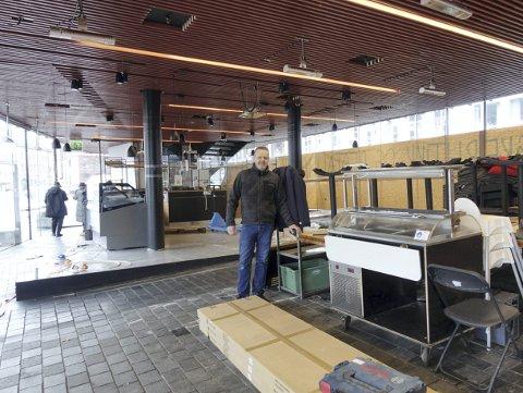 Arnfinn Djukastein har vært med fra begynnelsen i Mathallen, og dukker opp med et nytt konsept 1. april. Foto: TOM R. HJERTHOLM